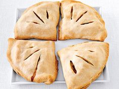 Chicken Pot Pie Empanadas - Oh yeah. This would make me like Chx Pot Pie fo sho Pie Recipes, Mexican Food Recipes, Chicken Recipes, Cooking Recipes, Chicken Appetizers, Cooking Tips, Recipies, Chicken Ideas, Water Recipes