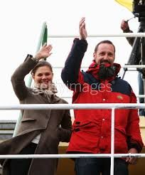 After four days onboard the research vessel Oden, Their Royal Highnesses Crown Prince Haakon of Norway, Crown Princess Victoria of Sweden and Crown Prince Frederik of Denmark arrived in New Ålesund Thursday.