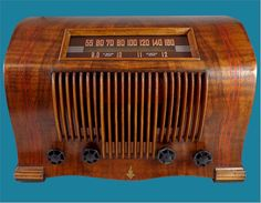 Nice Ingraham one-piece cabinet with red inlay on this AM/SW radio from Nice reception on AM, could use an external antenna for better reception. Vintage Tv, Vintage Cameras, Art Nouveau Design, Art Deco, Old Time Radio, Antique Radio, Nautical Home, Old Models, Art Furniture