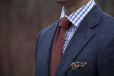 Men's Fashion: How to Wear a Pocket Square Large Men Fashion, Grey Fashion, Mens Fashion, Style Fashion, Work Fashion, Dapper Gentleman, Gentleman Style, Modern Gentleman, Tie And Pocket Square