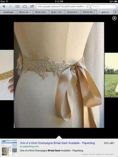 Lace sash gold