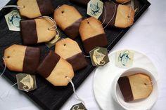 Galletas con forma de bolsitas de té, una merienda divertida para niños