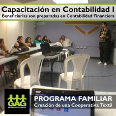 El voluntario y Administrador de Negocios, Allan Villalobos, prepara a las beneficiarias de la Cooperativa Textil 25 de julio en Contabilidad Financiera.