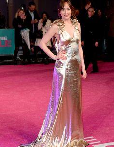 Dakota Johnson  robe Dorée marc Jacobs avant premiere  de Célibatire mode 'demploi