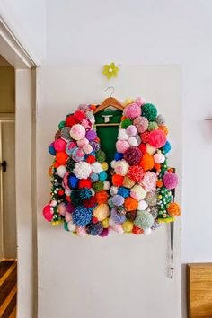 Happy color and happy new year 2015 - Tricot Pirate - - Joyeuse couleur et bonne année 2015 How to approach this new year 2015 without being dragged by the ambient gloom? And well by the color and the art of recovery & # in decoration. Textiles, Pom Pom Jackets, Kleidung Design, Pom Pom Sweater, Ugly Sweater, Diy Fashion, Fashion Design, Crochet Fashion, Trendy Fashion