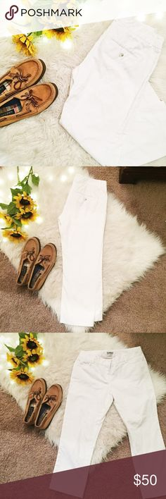 EXPRESS: White columnist crop style pants size00 Good condition, fit true to size, brand-express. 1% spandex 99% cotton. Cropped fit, white color fabric. See all photos! Lovely pants and super adorable. Express Pants Ankle & Cropped