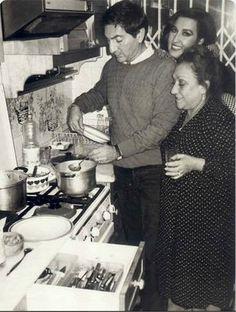 Adile Naşit'le birlikte yemek pişirme keyfi... F: Adile Naşit, Nükhet Duru, Ali Poyrazoğlu #nostalji via @vaybebune #istanlook