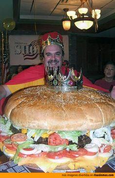 La reina madre de todas las hamburguesas. Comida para todo el mes.