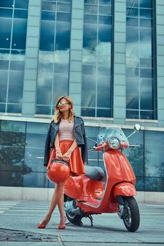 Red Vespa, Vespa Bike, Piaggio Vespa, Lambretta Scooter, Scooter Motorcycle, Vespa Scooters, Motor Scooters, Italian Scooter, Bike Photoshoot