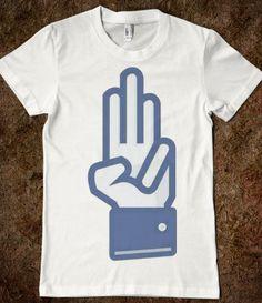 The peace sign for the Hunger Games on a t shirt! :) Yes, pleaz! Hunger Games Salute, Hunger Games Humor, Hunger Games Catching Fire, Hunger Games Trilogy, William Faulkner, Katniss Everdeen, Hush Hush, I Volunteer As Tribute, Mockingjay Part 2