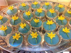Daffodil (St David's Day) cupcakes Daffodil Cake, St David, Welsh Recipes, Saint David's Day, Cupcake Cakes, Cupcakes, Sugar Craft, Cafe Food, Daffodils