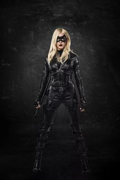 The first look at Katie Cassidy as Black Canary #Arrow