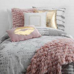 35 Amazingly Pretty Shabby Chic Bedroom Design and Decor Ideas - The Trending House Teen Girl Bedrooms, Teen Bedroom, Modern Bedroom, Contemporary Bedroom, Master Bedroom, Bedroom Brown, Romantic Bedrooms, Pink Bedrooms, Bedroom Wardrobe