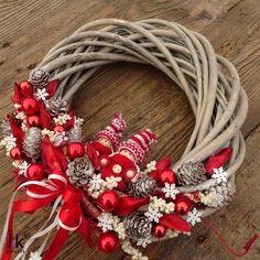 Vánoční věnec Uma Christmas Wreaths, Christmas Gifts, Festive Crafts, Diy Wreath, Advent, Holiday Decor, Home Decor, Craft, Crowns