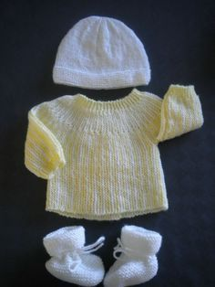 DIY Easy layette birth size Let s cook quickly and good Crochet Baby Sweaters, Baby Knitting, Knitted Hats, Knit Crochet, Baby Layette, Baby Couture, Little Boy Fashion, Vintage Paper Dolls, Baby Cardigan