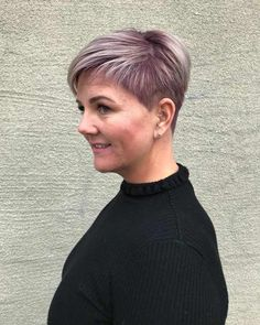 36 Favorite Short Hairstyles for Special Occasions Often preferred among women who do not like long hair, the short hairstyles helps you to look stylish. Shaved Side Hairstyles, Top Hairstyles, Cute Hairstyles For Short Hair, Trending Hairstyles, Hairstyles Pictures, Very Short Hair, Short Hair Cuts For Women, Short Hair Glasses, Medium Hair Styles