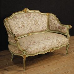 1250€ Venetian lacquered and gilt sofa with floral fabric. Visit our website www.parino.it #antiques #antiquariato #furniture #lacquer #antiquities #antiquario #chair #armchair #fauteuil #decorative #interiordesign #homedecoration #antiqueshop #antiquestore #sofa #couch