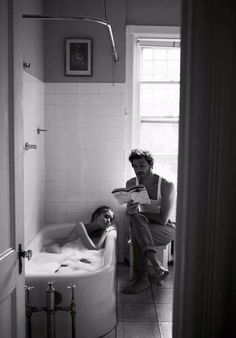 Uploaded by Heavy Heart. Find images and videos about love, black and white and couple on We Heart It - the app to get lost in what you love. Couple Goals Cuddling, Modern Hepburn, Model Foto, Cool Ideas, Hopeless Romantic, Listening To Music, Couple Photography, Cute Couples, Relationship Goals