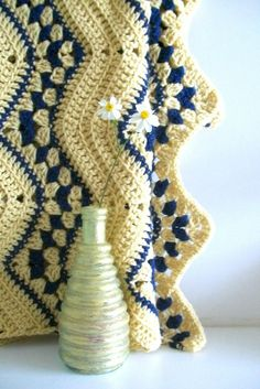 Inspiration :: Cream & blue ripple #crochet #afghan #blanket #throw