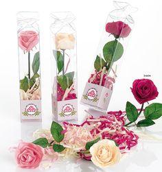 Regalos para los invitados. Rosa de jabón perfumada con serpentina de Jabón. Se presenta en caja acetato, con tarjeta adhesiva diseño según evento, personalizada, nombre y fecha del evento.