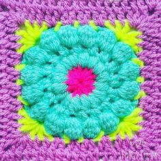 Mornnning!!  Happy Wednesday... half way through ... yaay!  So this morning I am supposed to be getting on with the chores before I pick up a hook... but that's boring  and I do it every day so... hump day holiday!  Instead I am playing with these... #daisydukesgrannysquare fun! Thanks to all your help my data collecting crochet lab work is done and I know exactly what I'm making with them for the super fun @paintboxyarns Granny Square workshop with gorgeous Emily @make.e on March 19th…