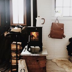 A Wood Stove Makes The Dry Cabin Bearable In The Vermont Winter Tour On Design*S. - Travel tips - Travel tour - travel ideas Dry Cabin Living, Tiny House Living, Le Vermont, Vermont Winter, Tiny House Wood Stove, Rv Wood Stove, Small Stove, Cabin Fireplace, Building A Tiny House