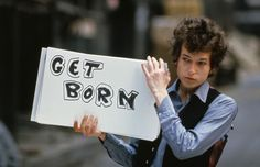 """London, England, UK --- American singer and songwriter Bob Dylan on the set of his music video """"Subterranean Homesick Blues"""". --- Image by © Tony Frank/Sygma/Corbis Mick Jagger, Dylan Thomas, Frank Zappa, Keith Richards, Led Zeppelin, Tony Frank, Marketing Musical, Einstein, Michel Polnareff"""