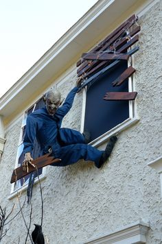 Scary Halloween Haunted House Outdoor Decoration - Home to Z Halloween Prop, Casa Halloween, Halloween Outside, Creepy Halloween Decorations, Halloween Haunted Houses, Outdoor Halloween, Halloween Party Decor, Holidays Halloween, Halloween Themes
