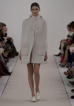 Valentino Official Website - Discover the Valentino Women New York Runway Collection. Watch the Fashion Show, Accessories and much more.