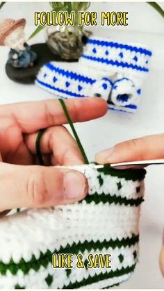 Quick Crochet Patterns, Crochet Basics, Crochet Designs, Easy Crochet, Crochet Stitches, Baby Booties Knitting Pattern, Crochet Slipper Pattern, Crochet Basket Pattern, Crochet Baby Booties