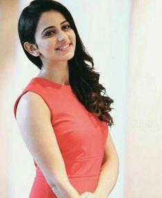 Rakul..❤❤ Beautiful Girl Photo, Beautiful Girl Indian, Most Beautiful Indian Actress, Beautiful Bollywood Actress, Beautiful Actresses, Rakul Preet Singh Saree, Celebrity Portraits, Girl Photography Poses, South Indian Actress