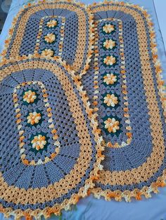 Crochet Leaf Patterns, Crochet Leaves, Granny Square Crochet Pattern, Thread Crochet, Crochet Table Mat, Crochet Table Runner Pattern, Crochet Home, Crochet Baby, Acrylic Painting Inspiration