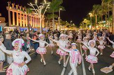 Grupo Mascarada Carnaval: Las principales avenidas del núcleo turístico de L...