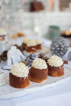 sachertörtchen, muffins rezept, muffins rezept einfach, muffins rezept saftig, muffins rezept einfach grundrezept, muffins weihnachten, muffins weiße schokolade, muffins weiße schokolade rezept, muffins weiße schoko, frischkäse topping, frischkäse topping rezept, frischkäse topping kuchen, mini küchlein, mini küchlein rezept, muffins mit kern, muffins gefüllt, muffins recipes, muffins recipes easy, muffins recipe easy simple, muffins white chocolate, muffins white frosting, mini cake Snacks, Mini Cupcakes, Muffins, Cheesecake, Easy, Desserts, Food, White Chocolate, Pies
