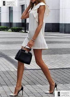 2999-Λευκό mini φόρεμα αμάνικο με βολάν στους ώμους
