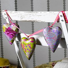 Easily done with wooden hearts and Decopatch paper (Papier Mache) Craft Supplies Online, Arts And Crafts Supplies, Hobbies And Crafts, Decopatch Ideas, Cute Crafts, Crafts For Kids, I Love Heart, Crazy Heart, Crafts Beautiful
