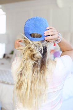 HAT HAIRSTYLES!!!!! 7 ways to style your hair under a baseball cap + a tutorial on the prettiest air-dried waves.  Come check it out! | Twist Me Pretty