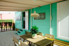 Mobil Homes en alquiler en el camping situado en primera línea de mar, en la Costa Dorada. Cinque Terre, Mirror, Furniture, Home Decor, Beach Feet, Decoration Home, Room Decor, Mirrors, Home Furnishings