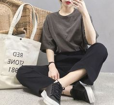 fashion, korean fashion, and style image Very chic and fashion and casual style This is beautiful stile Style black Amazing Season stile Korean Fashion Trends, Korean Street Fashion, Korea Fashion, Asian Fashion, Mode Cool, Moda Outfits, Ulzzang Fashion, Grunge Style, Korean Outfits