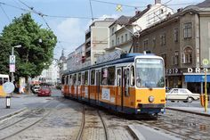 Ten-axle Linz tram 52 Photo: ©1989 Ian Boyle Locomotive, Austria, Trains, Vehicles, Linz, Historical Pictures, Antique Cars, Locs, Vehicle