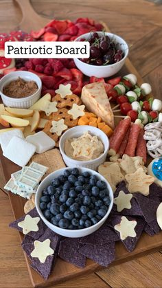 Charcuterie Recipes, Charcuterie And Cheese Board, Charcuterie Platter, Cheese Boards, Party Food Platters, Party Trays, Snacks Für Party, Easter Appetizers, Appetizer Recipes