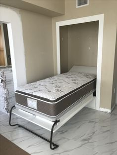 Wohnideen Gästezimmer white contemporary murphy bed makes your room stylish and