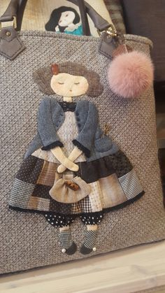 Sie lebt in einer Welt voller Leidenschaft. Quilting Projects, Quilting Designs, Sewing Projects, Applique Cushions, Applique Quilts, Quilt Baby, Bag Patterns To Sew, Quilt Patterns, Owl Bags