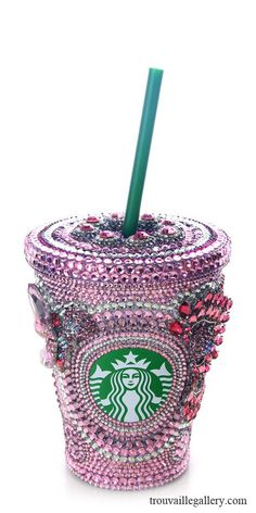 Swarovski Starbucks Cup - Bling and Starbucks unite! Copo Starbucks, Starbucks Drinks, Starbucks Coffee, Pink Starbucks, Starbucks Tumbler, Tumblers, Coffee Shop, Coffee Cups, My Favorite Color