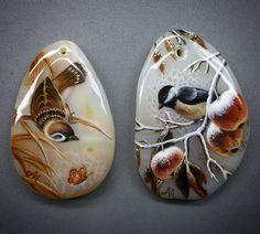 Смотрите это фото от @svetlana_belovodova на Instagram • Отметки «Нравится»: 533 Stone Art Painting, China Painting, Pebble Painting, Rock Painting, Spray Paint Art, Rock And Pebbles, Stone Crafts, Pebble Art, Bird Art