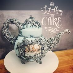 Alice in Wonderland Teapot Cake Pretty Cakes, Beautiful Cakes, Amazing Cakes, Alice In Wonderland Teapot, Artisan Cake Company, Teapot Cake, Sculpted Cakes, Tea Cakes, Mini Cakes