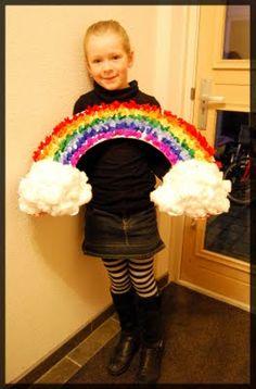 Sinterklaas surprise: Regenboog, Mirthe 2009. Cadeautjes zijn in de wolken (watten) verstopt, regenboog is gemaakt op zilverkarton met propjes zijdevloeipapier en heel veel dotjes lijm.