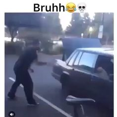 its a dog - The dog dancing bruhh - Lol - Thin Cat web Funny Video Memes, Crazy Funny Memes, Stupid Funny Memes, Funny Relatable Memes, Videos Funny, Ghetto Funny, Funny Cute, Really Funny, Hilarious