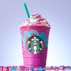 """Starbucks Released a Limited Edition """"Unicorn Frappuccino"""" and People are Going Crazy! Starbucks is hopping on the unicorn-craze with its limited edition Café Starbucks, Starbucks Frappuccino, Comida Do Starbucks, Bebidas Do Starbucks, Starbucks Secret Menu Drinks, Starbucks Recipes, Starbucks Slime, Starbucks Costume, Barista"""