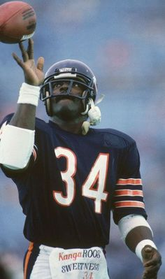 "Walter Payton of the Chicago Bears. They called him, ""Sweetness. Nfl Football Players, Bears Football, Baseball, Football Memes, Football Wall, Raiders Football, Alabama Football, Football Cards, Football Pictures"